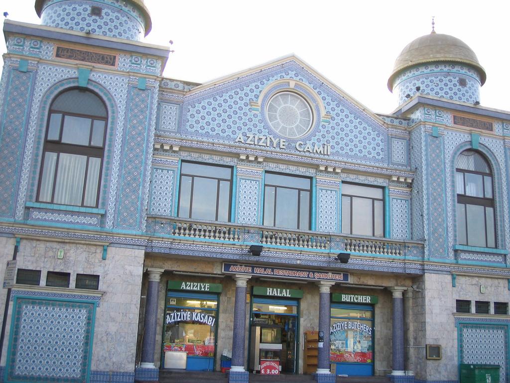 https://upload.wikimedia.org/wikipedia/commons/e/ea/Aziziye_Mosque.jpg