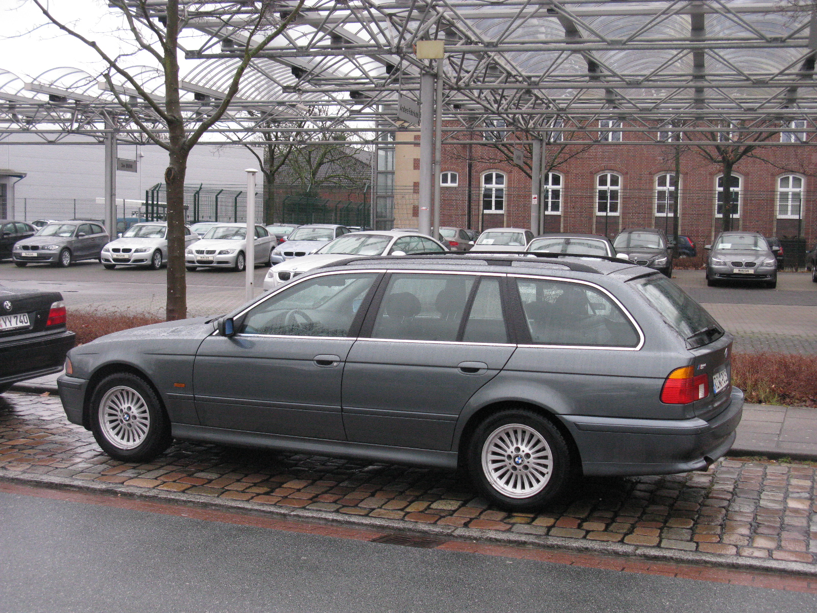 File Bmw 5 Series Touring E39 8504330581 Jpg Wikimedia Commons