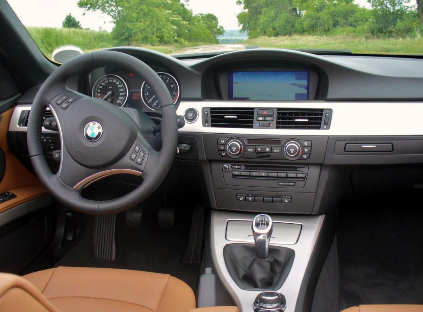 Verrassend Datei:BMW E93 325i Saphirschwarz offen Interieur.JPG – Wikipedia ZW-46