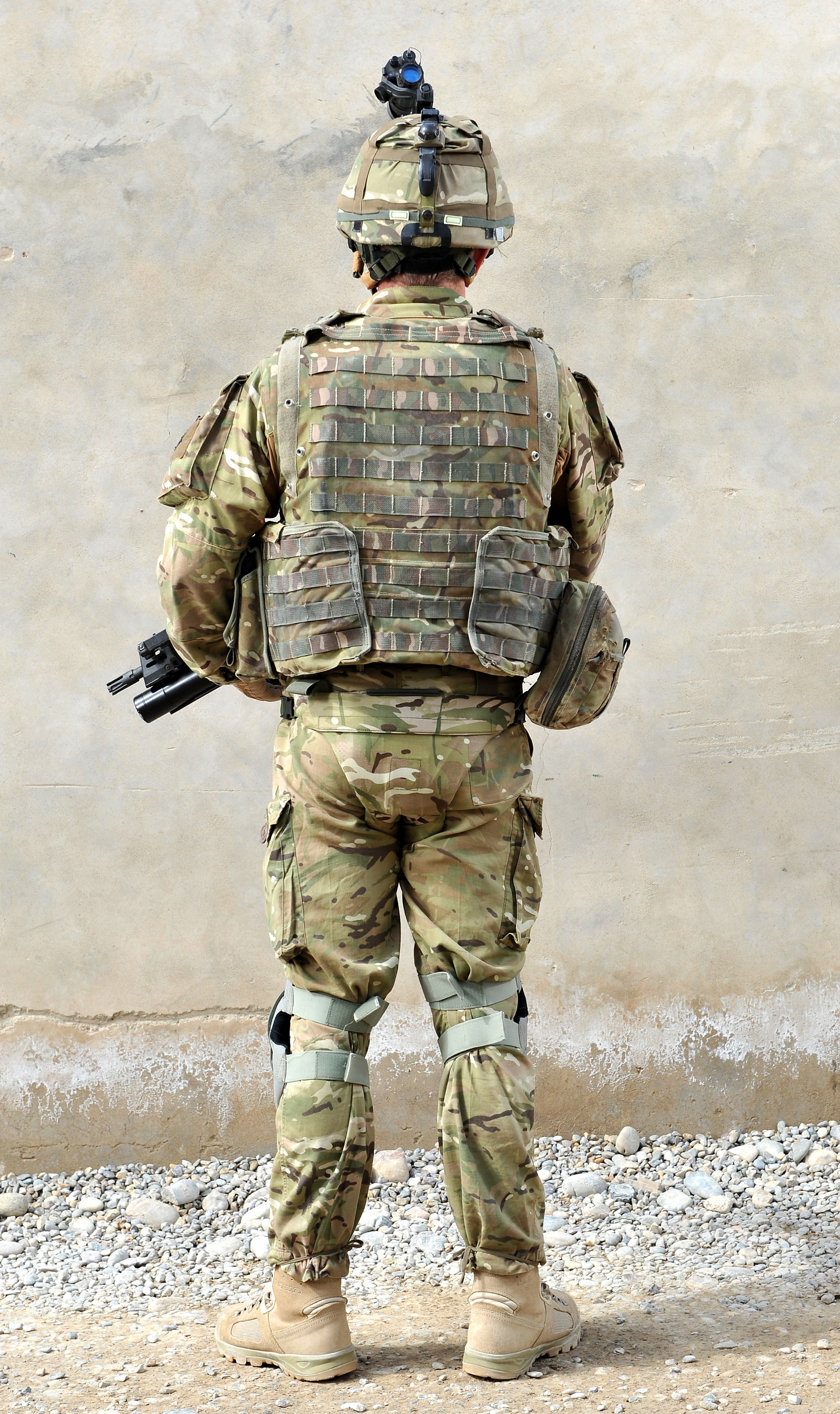 File british army soldier in full kit in afghanistan mod 45152577 jpg