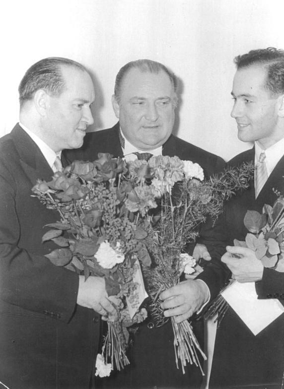 Igor Oistrakh (right) in 1957, with his father David (left) and conductor [[Franz Konwitschny
