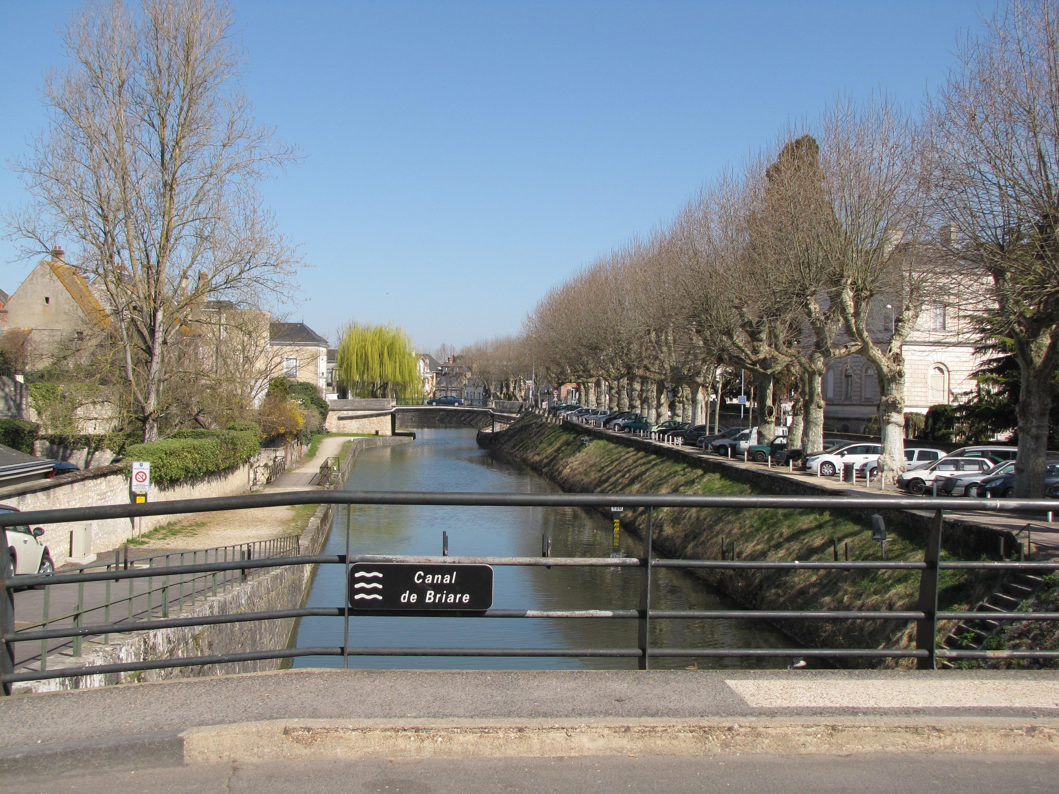 File canal de briare from rue de la poterne montargis for Plan de montargis