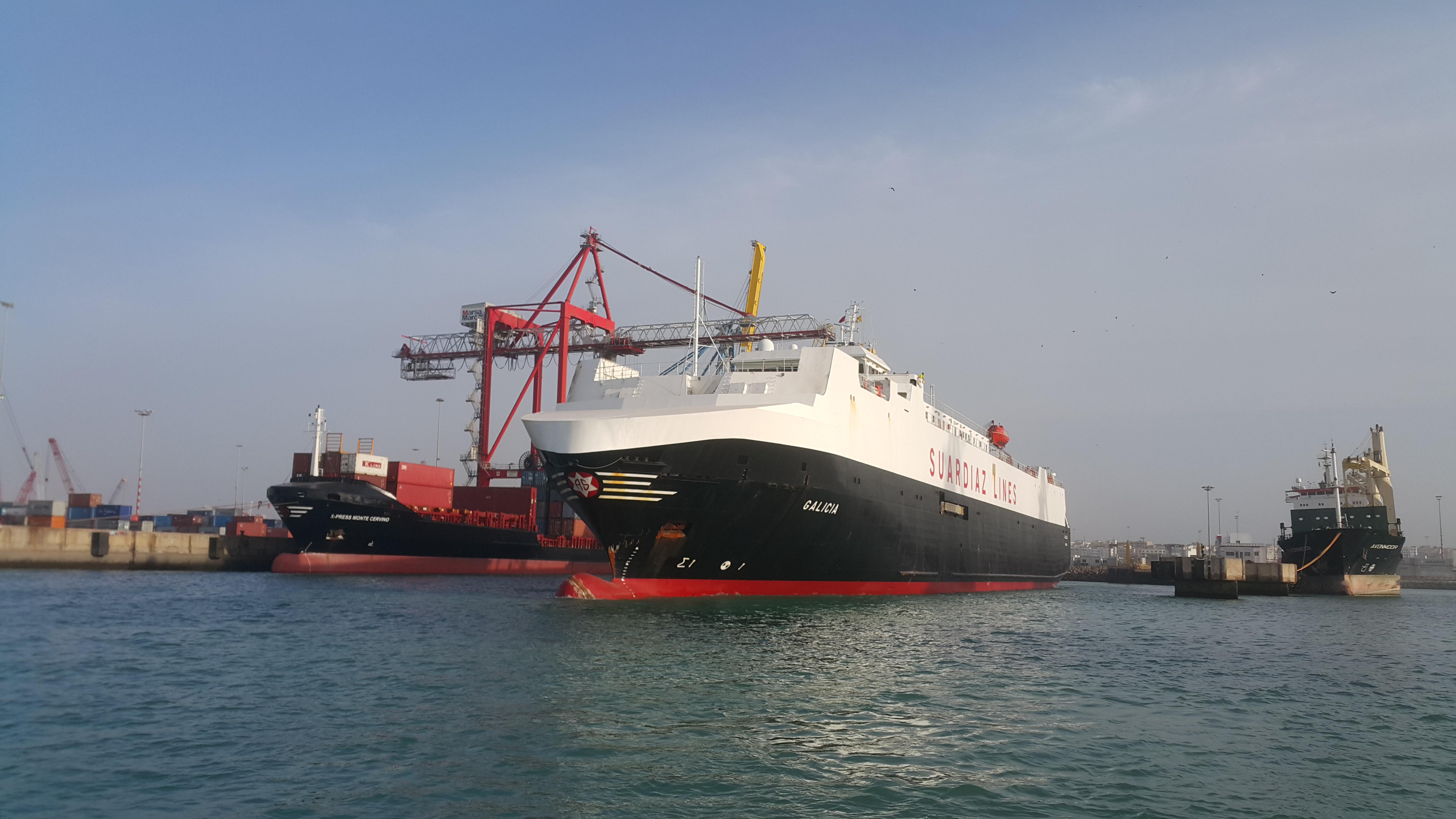File:Car carrier (roro) GALICIA au port jpg - Wikimedia Commons