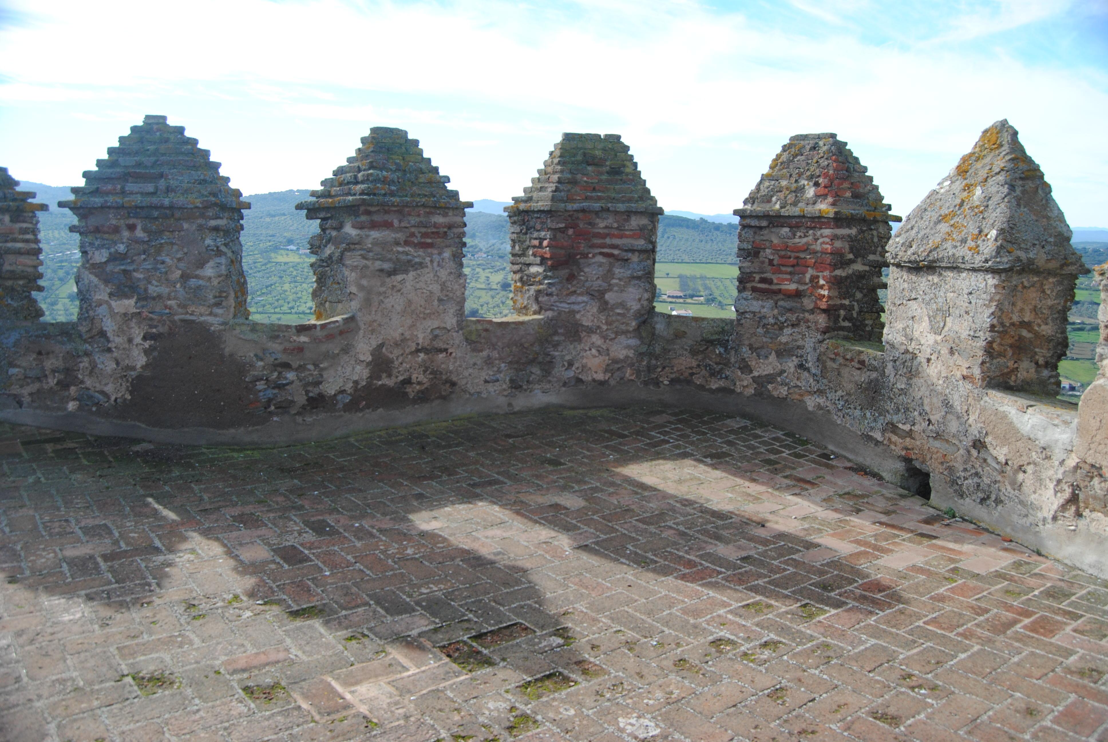 File:Castillo de Segura de León (15459258624).jpg - Wikimedia Commons