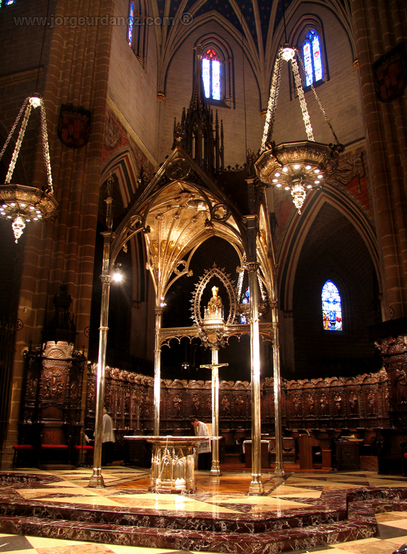 File:Catedral pamplona presbiterio baldaquino.jpg - Wikimedia Commons