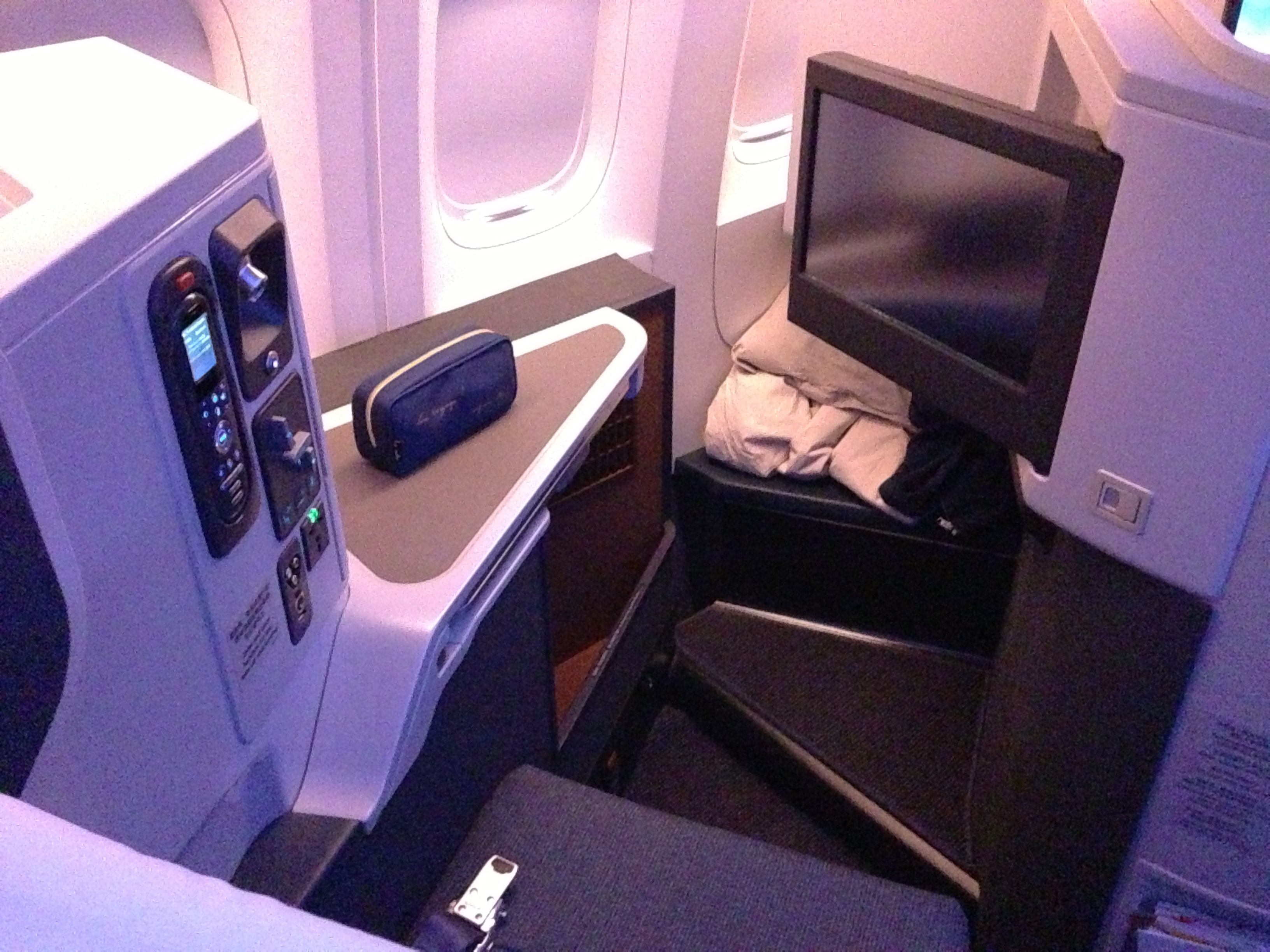 File:Cathay Pacific 77W business class seat.JPG ...