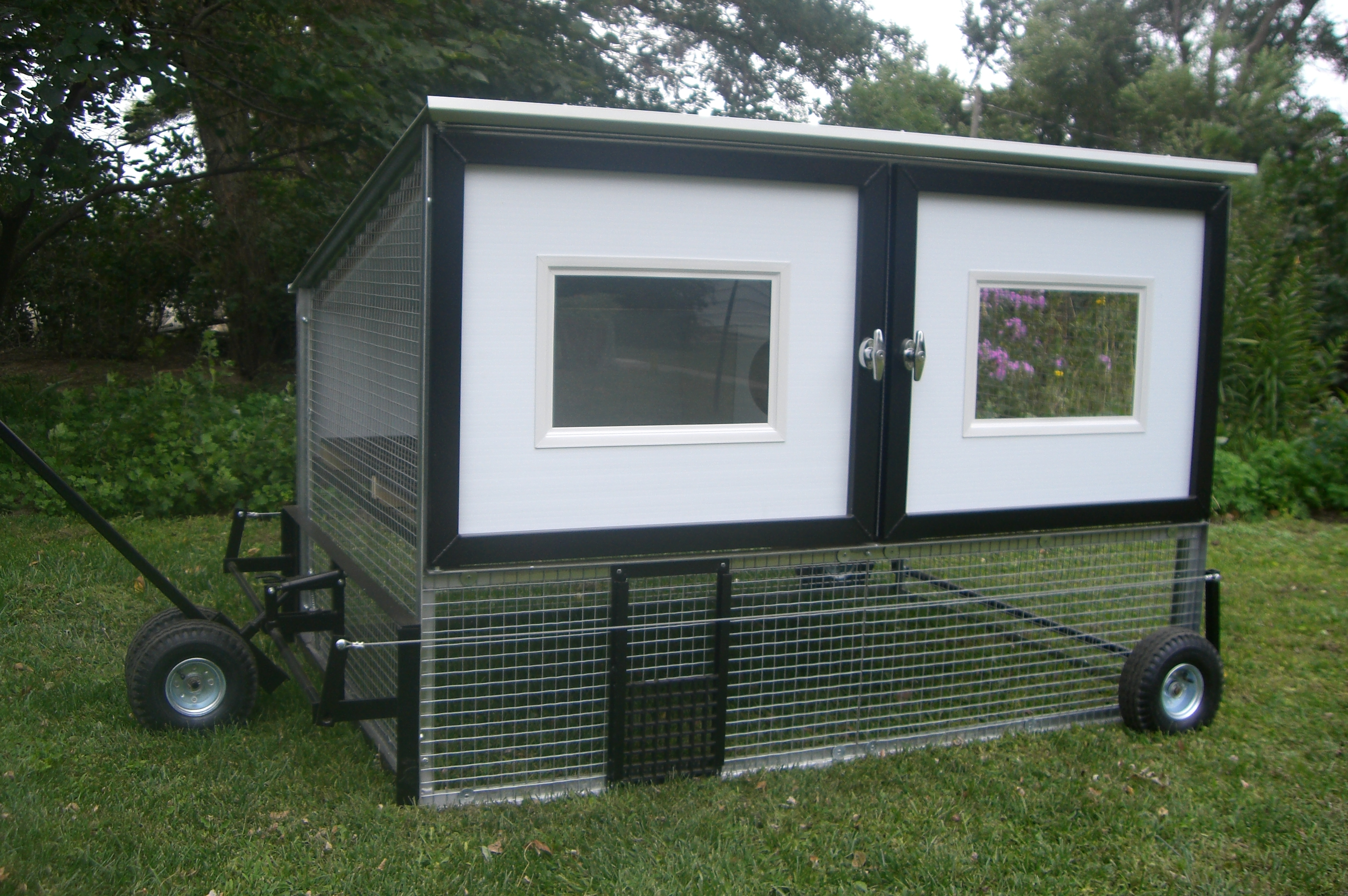 File chicken coop on wheels egg cart 39 wikimedia for Chicken coop size for 6 chickens