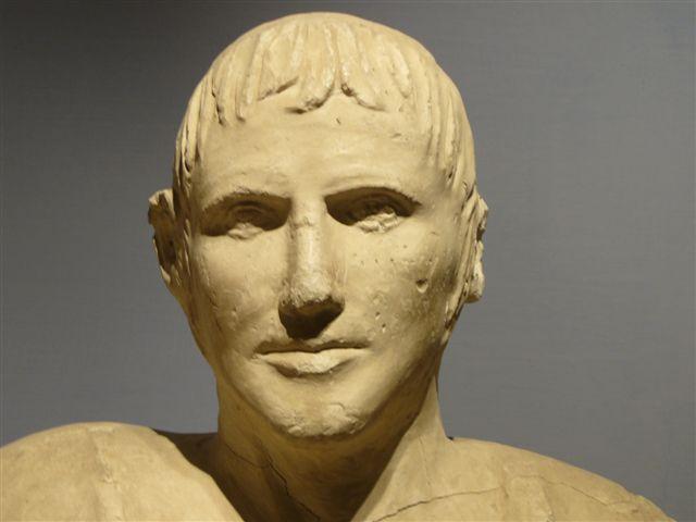 File:Chiusi uomo etrusco.jpg