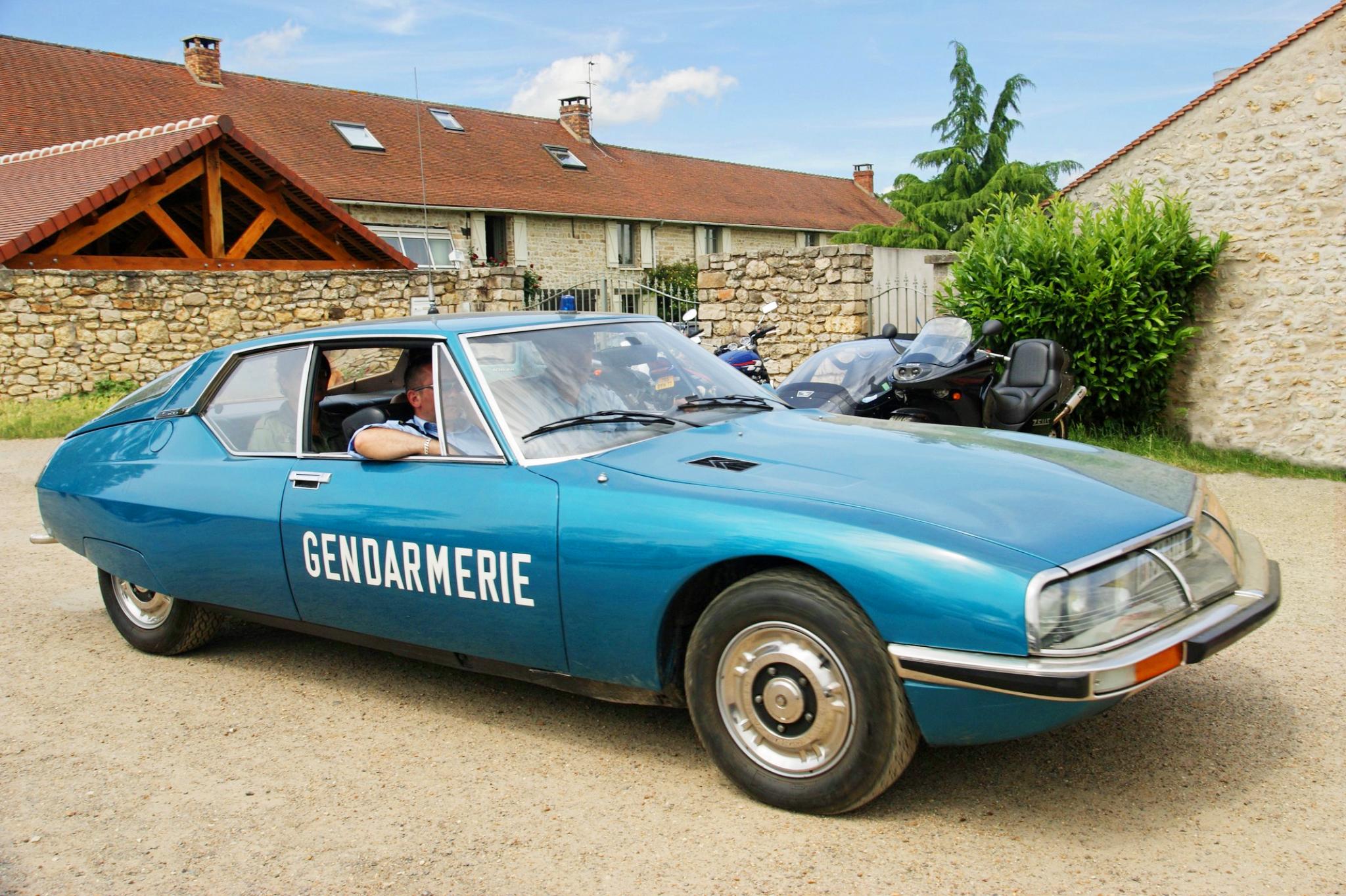 Citroen-SM-Gendarmerie.jpg