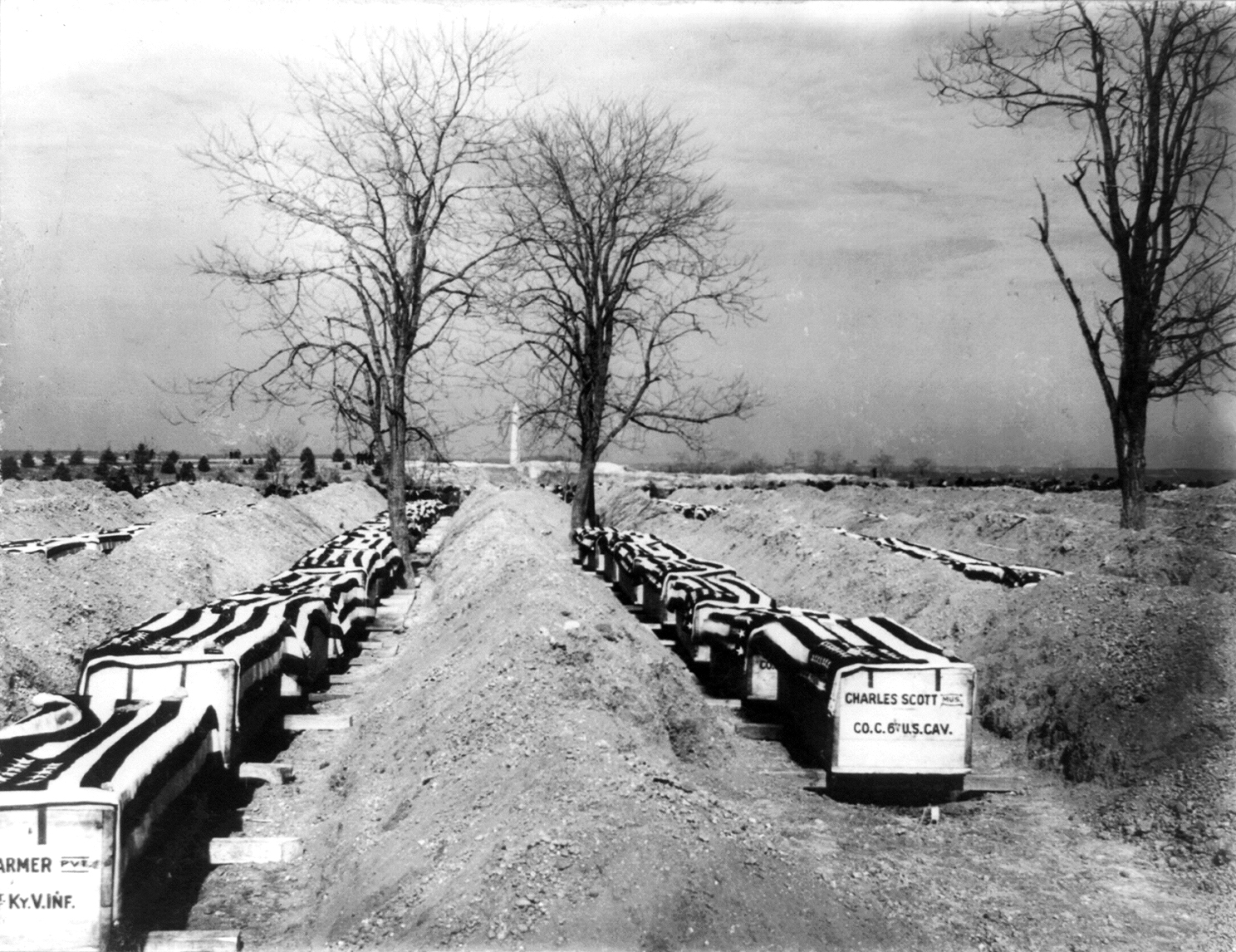 File:Coffins of Spanish-American War dead ready for burial - Arlington ...