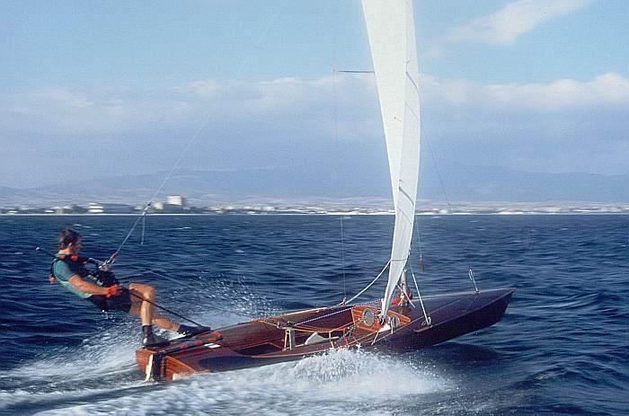 Dinghy sailing - Wikiwand