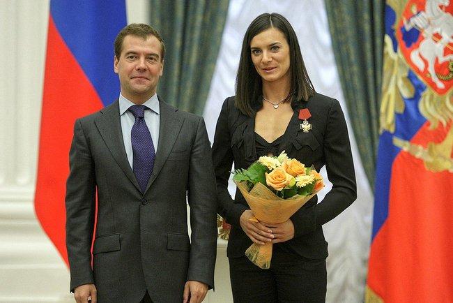 Datei:Dmitry Medvedev and Yelena Isinbayeva.jpg