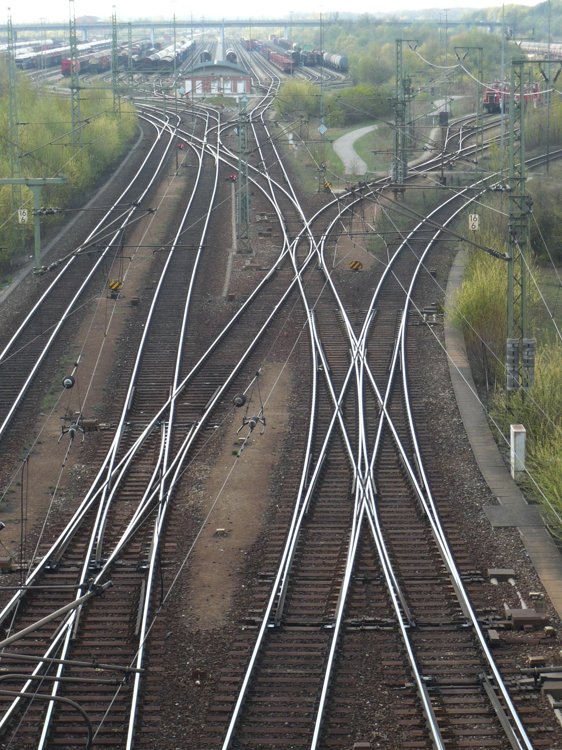 [Obrazek: Doppelkreuzungsweichen_im_Rbf_M%C3%BCnchen_Nord.JPG]