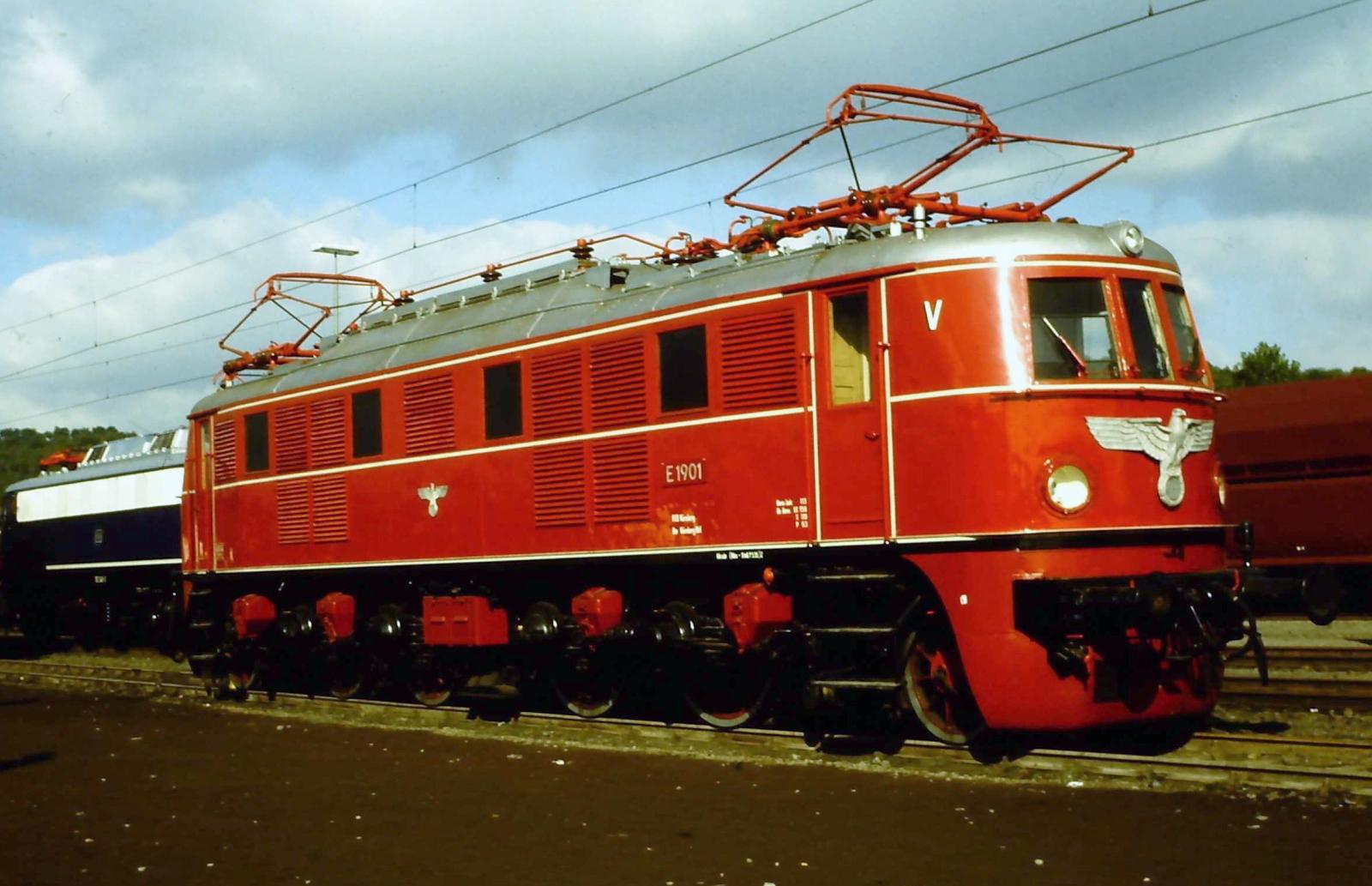 Post/Gepäckwagen E19-300