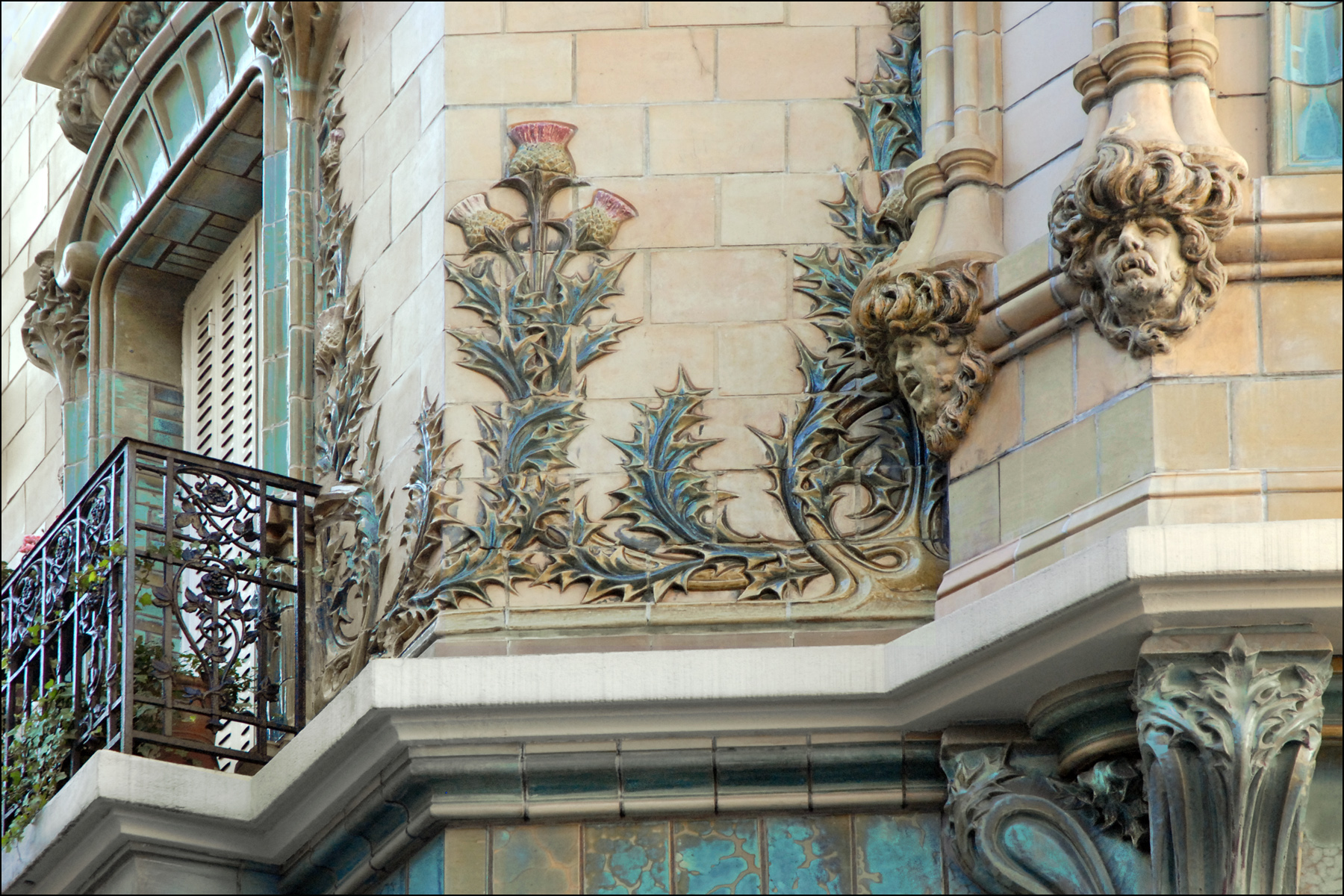 File el ments de d cor dun immeuble art nouveau paris - Art nouveau architecture de barcelone revisitee ...