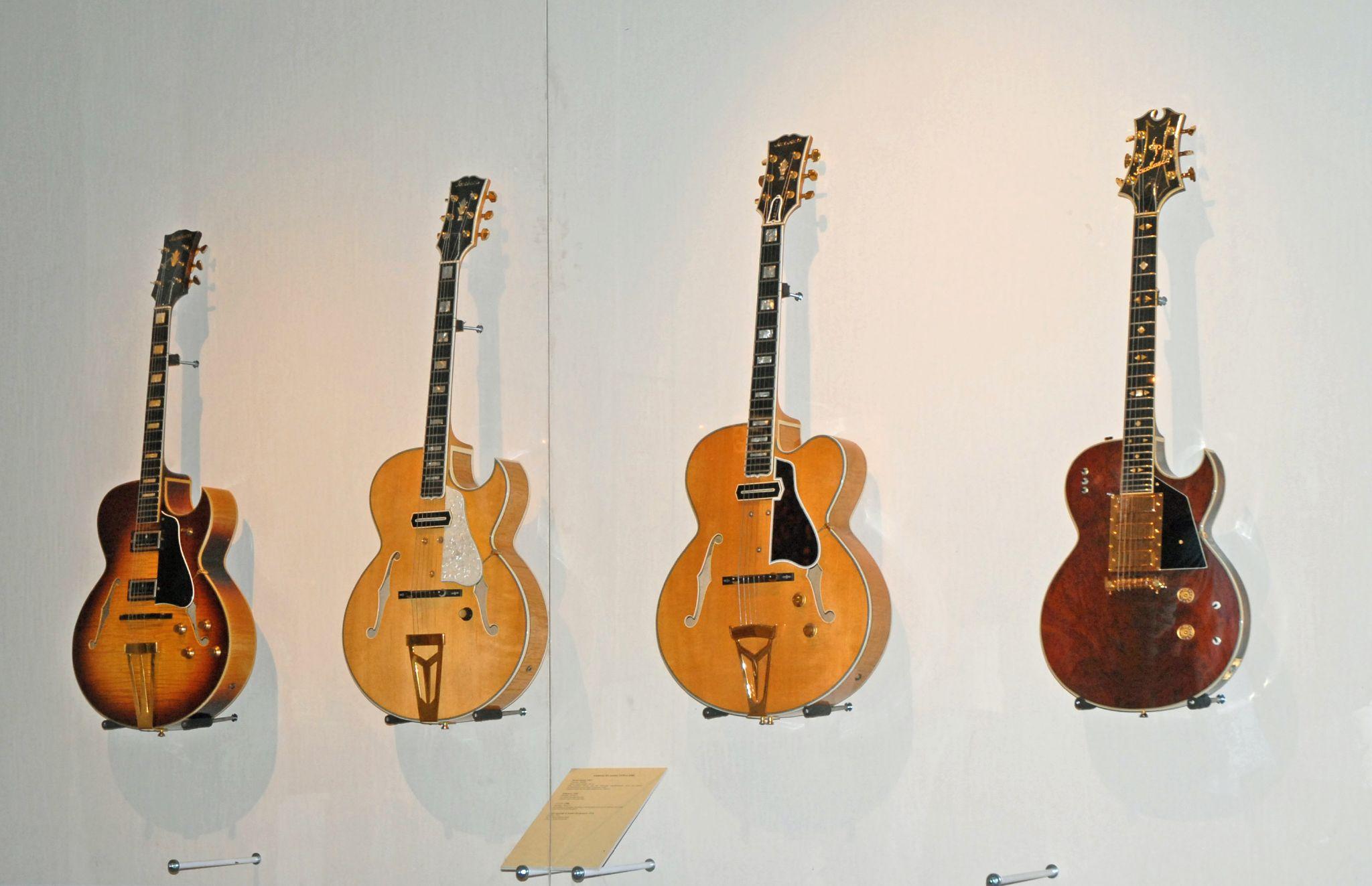 rencontres des guitares royales uranium 235 238 datant