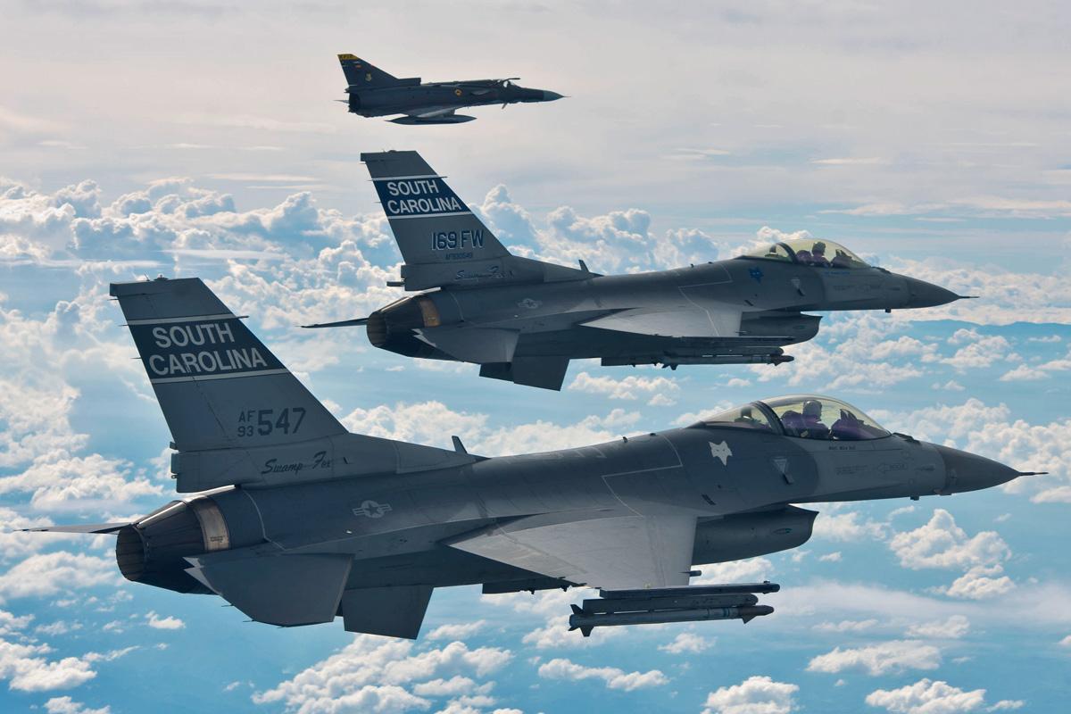 Description F-16...F 16 Colombie