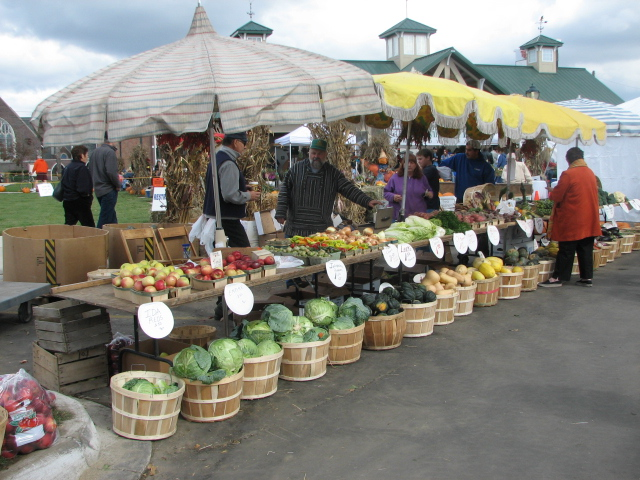 File:Farmers and Artisans Market at Farmington - Michigan.jpg