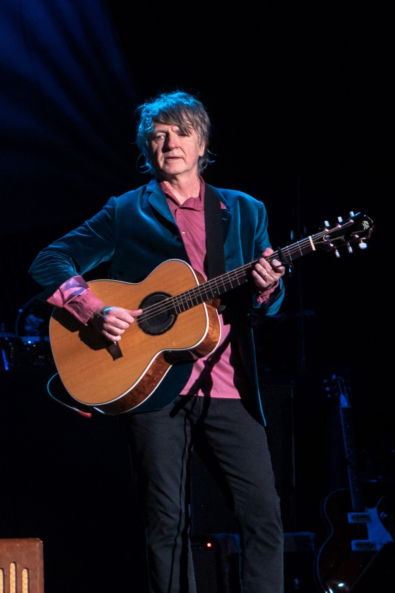 Neil Finn performing with [[Fleetwood Mac]] in October 2018