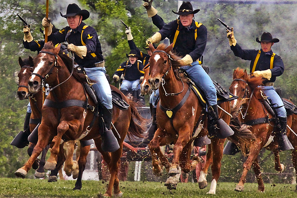 http://upload.wikimedia.org/wikipedia/commons/e/ea/Flickr_-_The_U.S._Army_-_%27cavalry_charge%27.jpg
