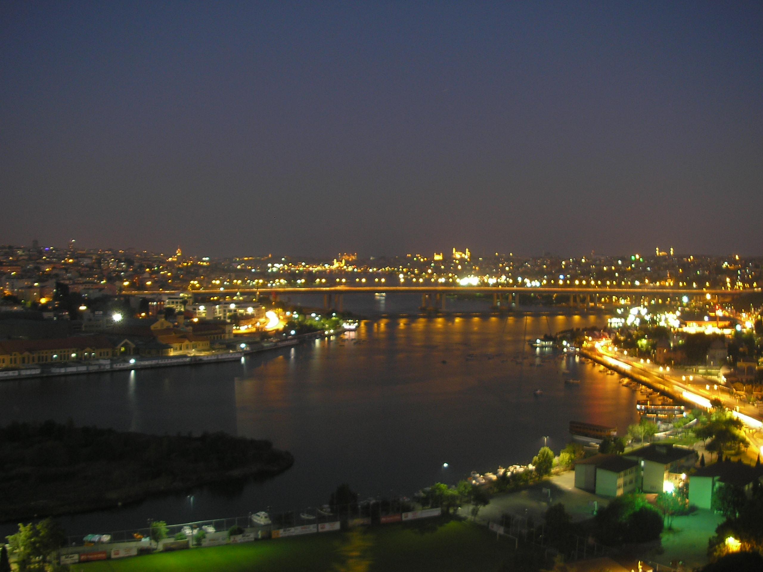 File:Golden Horn night 2007 05.JPG - Wikimedia Commons