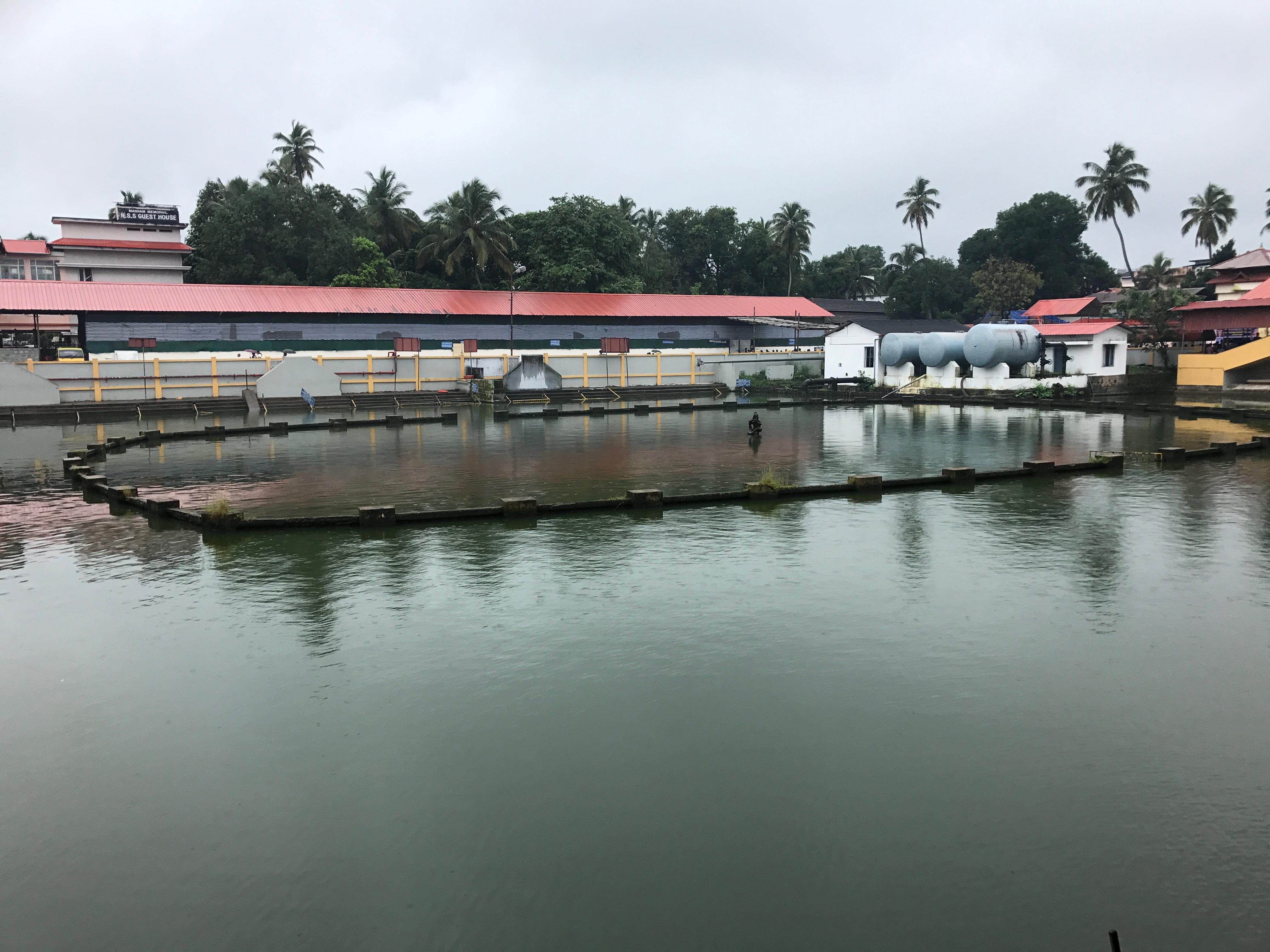 File:Guruvayoor Krishna temple, square water tank jpg