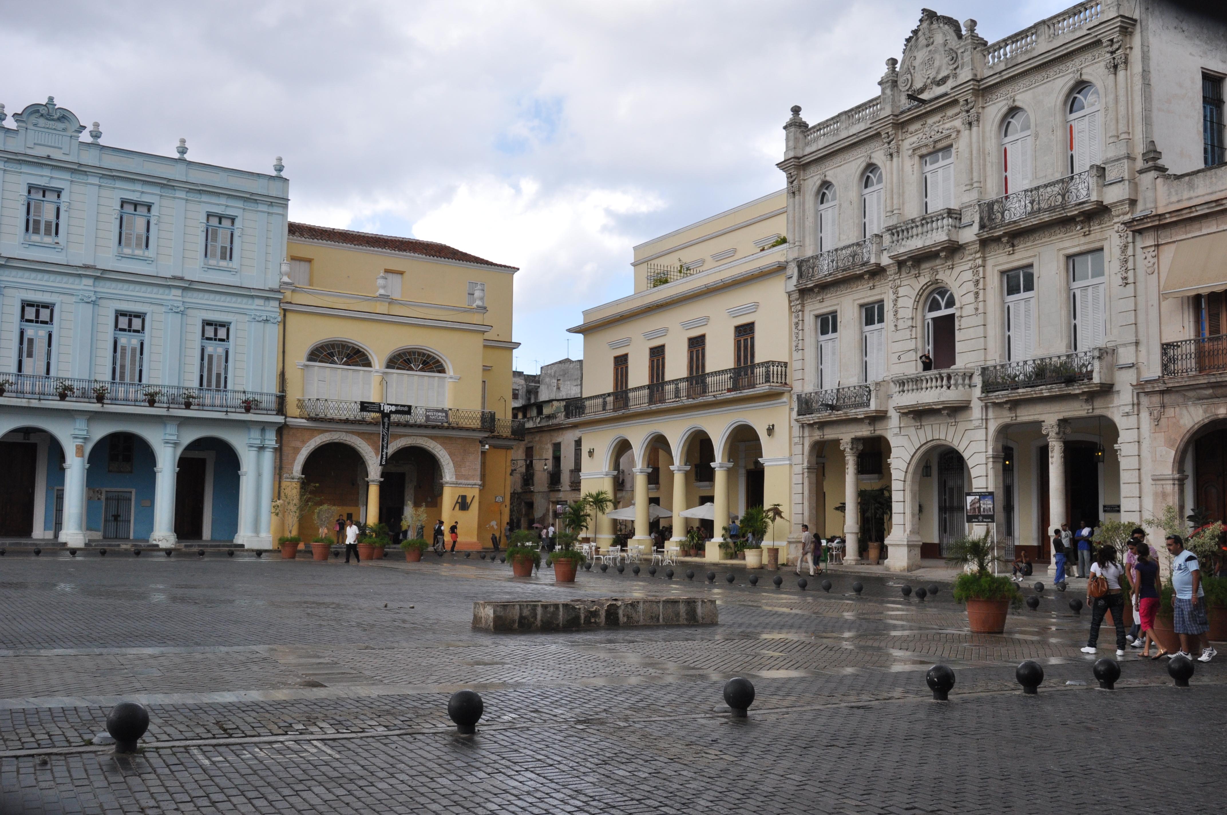 File:Habana Plaza Vieja.JPG - Wikimedia Commons