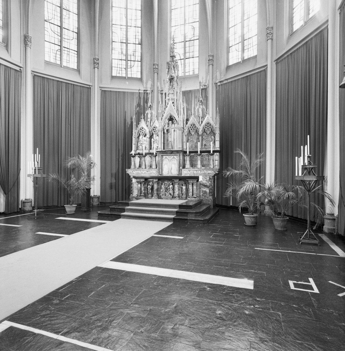 File:Interieur, aanzicht hoogaltaar - Nijmegen - 20359973 - RCE.jpg ...
