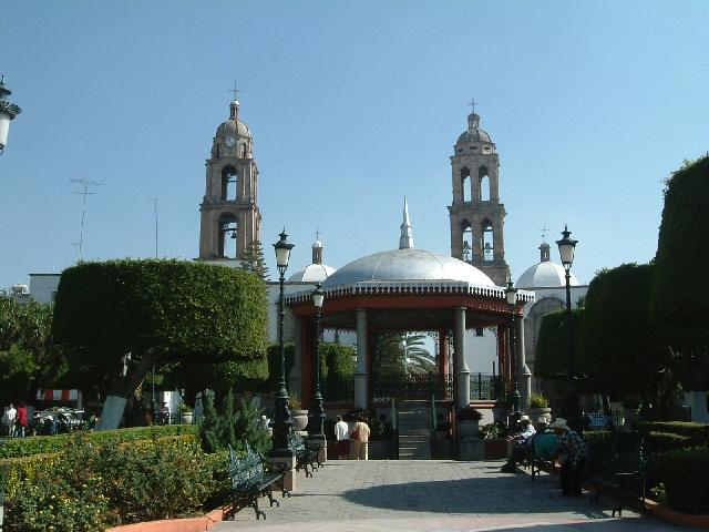 Bestand:Irapuato Plaza Principal.jpg