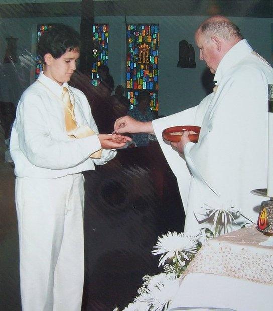 First communion wikipedia - Como poner el traje de comunion en casa ...
