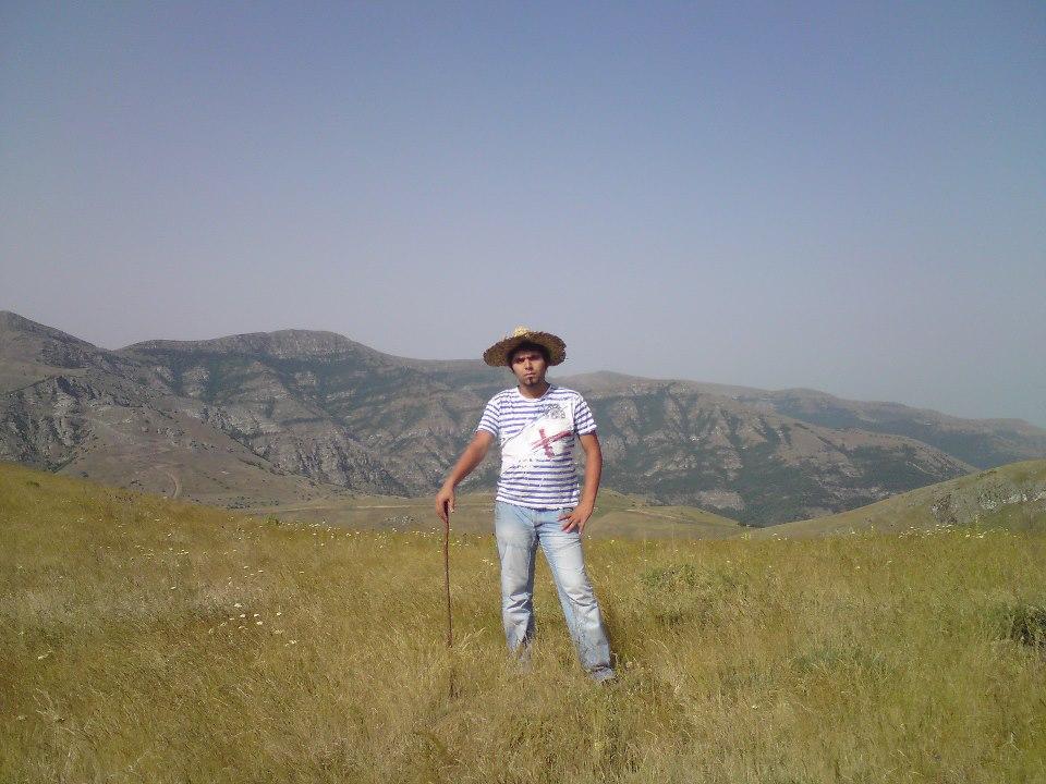چشم انداز طبیعت قشنگ خان کندی در تابستان