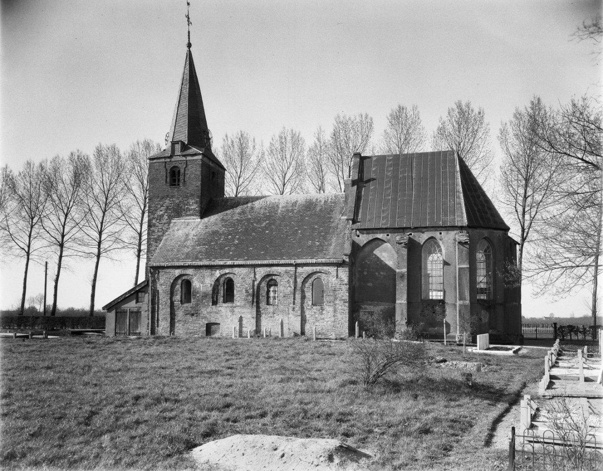 File:Kerk vanuit het zuid-oosten - Wadenoijen - 20248661 ...