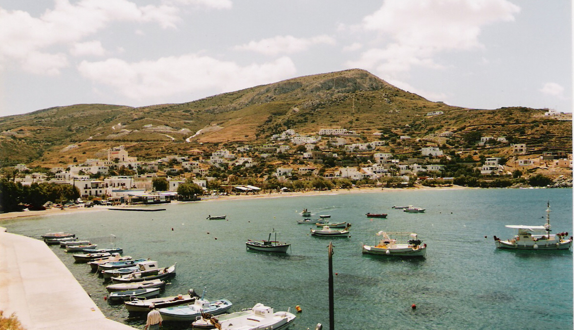 https://upload.wikimedia.org/wikipedia/commons/e/ea/Kini-SYROS.jpg