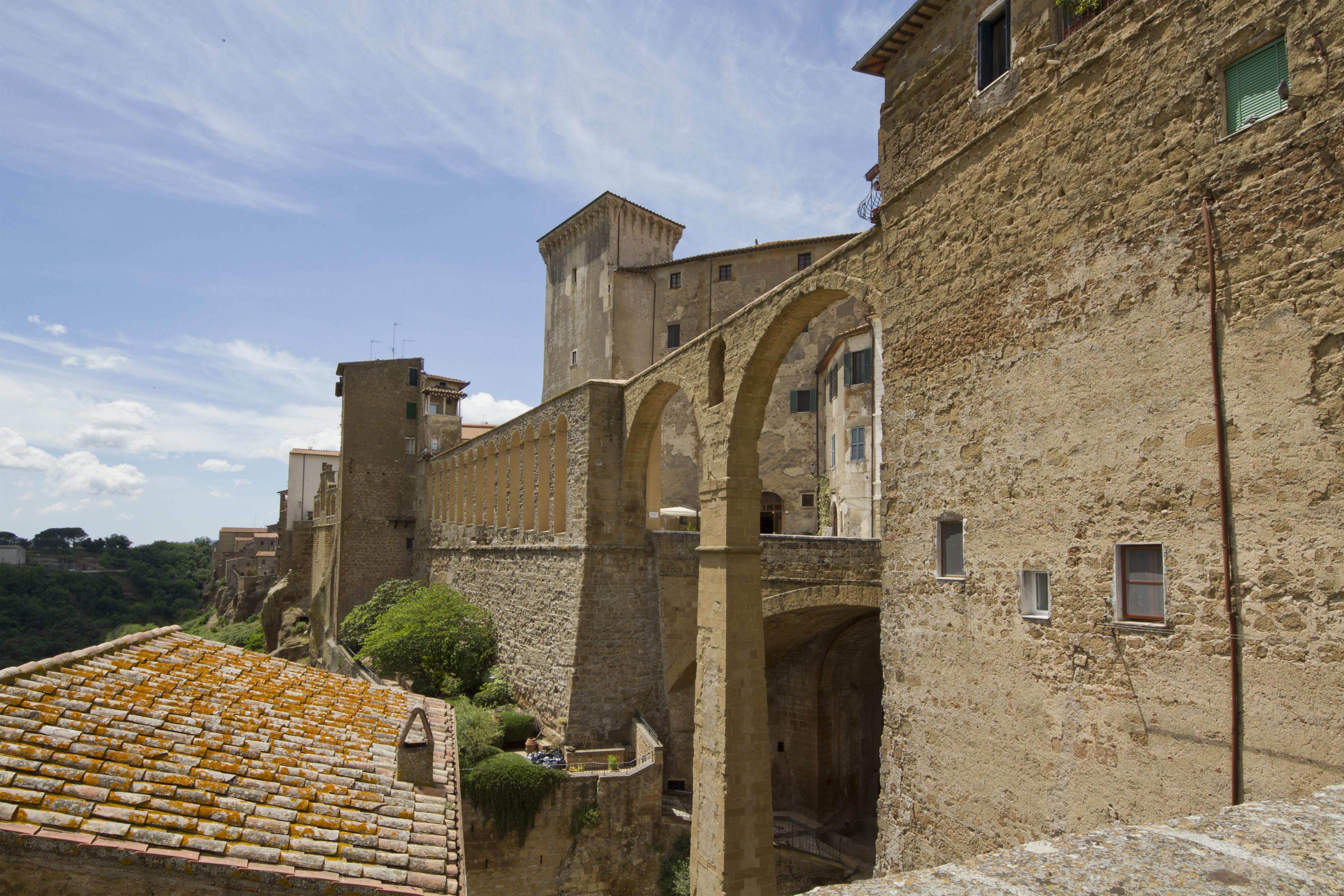 L'Aquedotto Mediceo, Pitigliano, Grosseto, Italy - panoramio.jpg