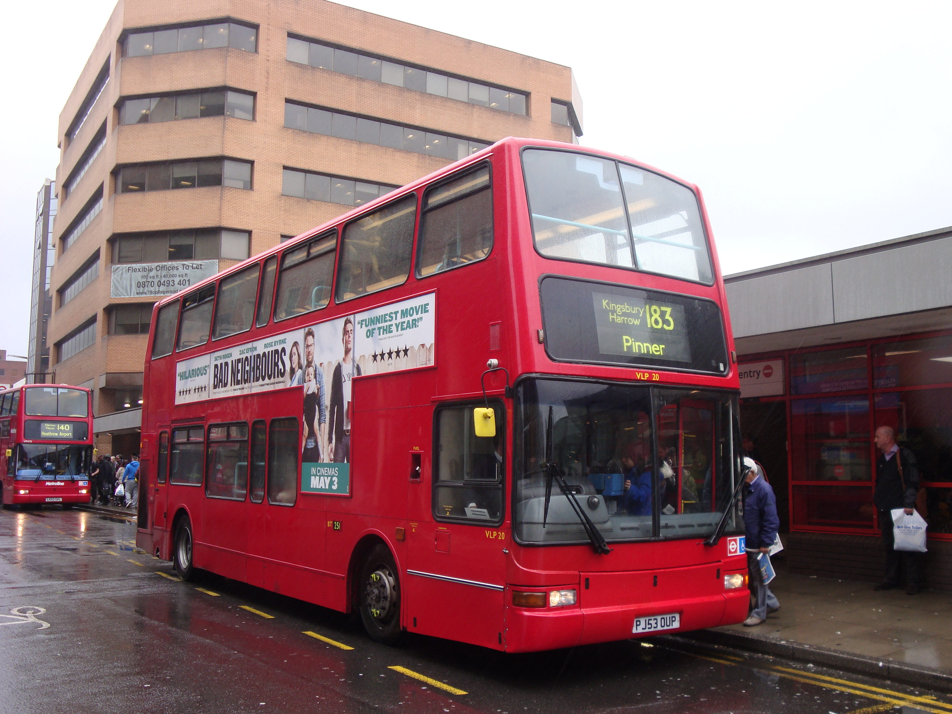 File:London Sovereign VLP20 on Route 183, Harrow Bus Station