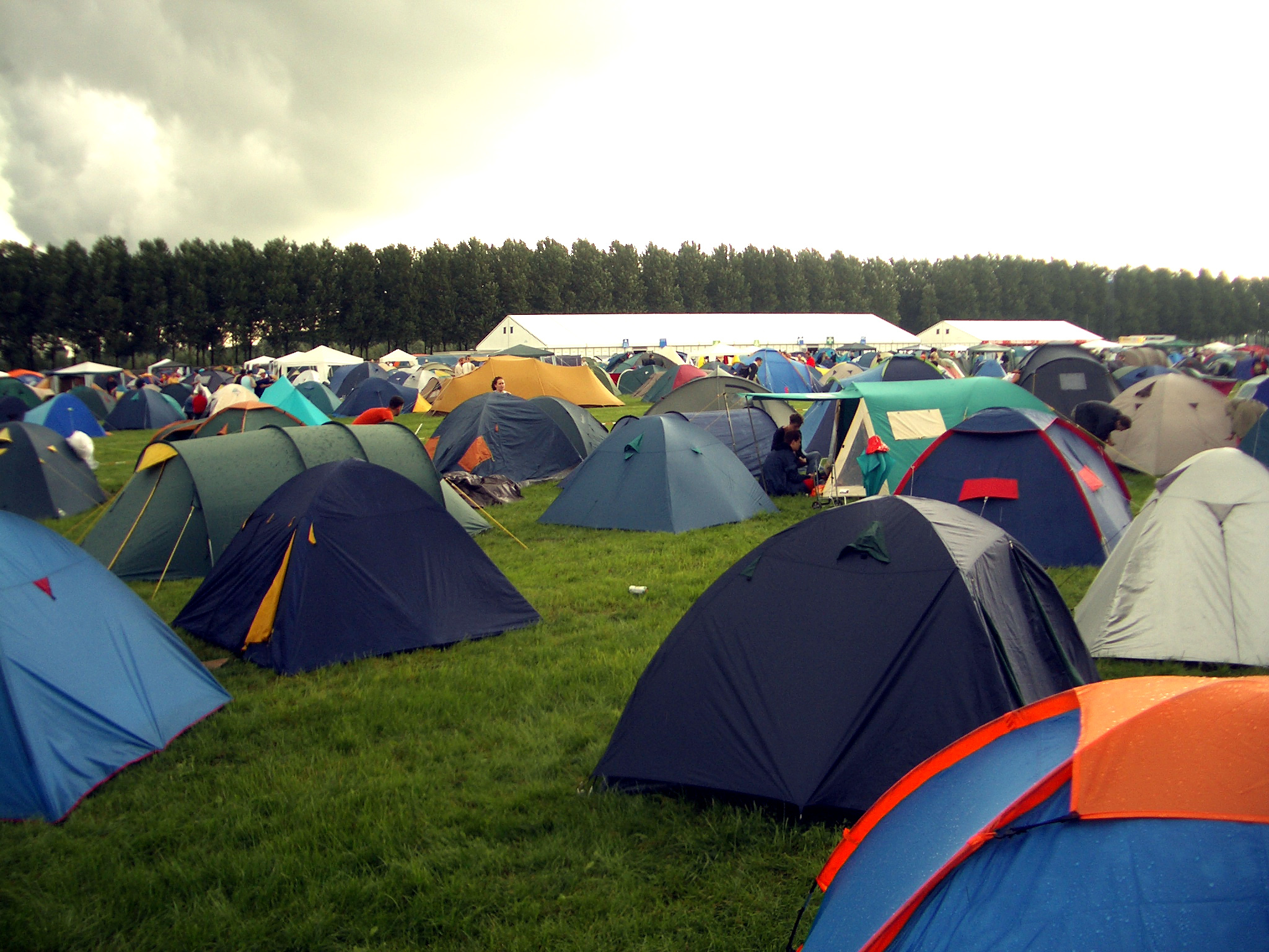 FileLowlands tents.jpg & File:Lowlands tents.jpg - Wikimedia Commons
