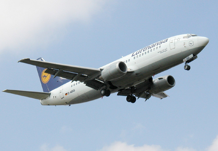 File:Lufthansa B737-330 (D-ABXS) approaching London Heathrow Airport.jpg