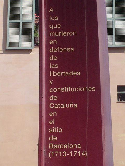 Se celebra el dia de Cataluña o la independencia de Cataluña? Monumento-a-los-ca%C3%ADdos-fossar-moreres-barcelona-1714