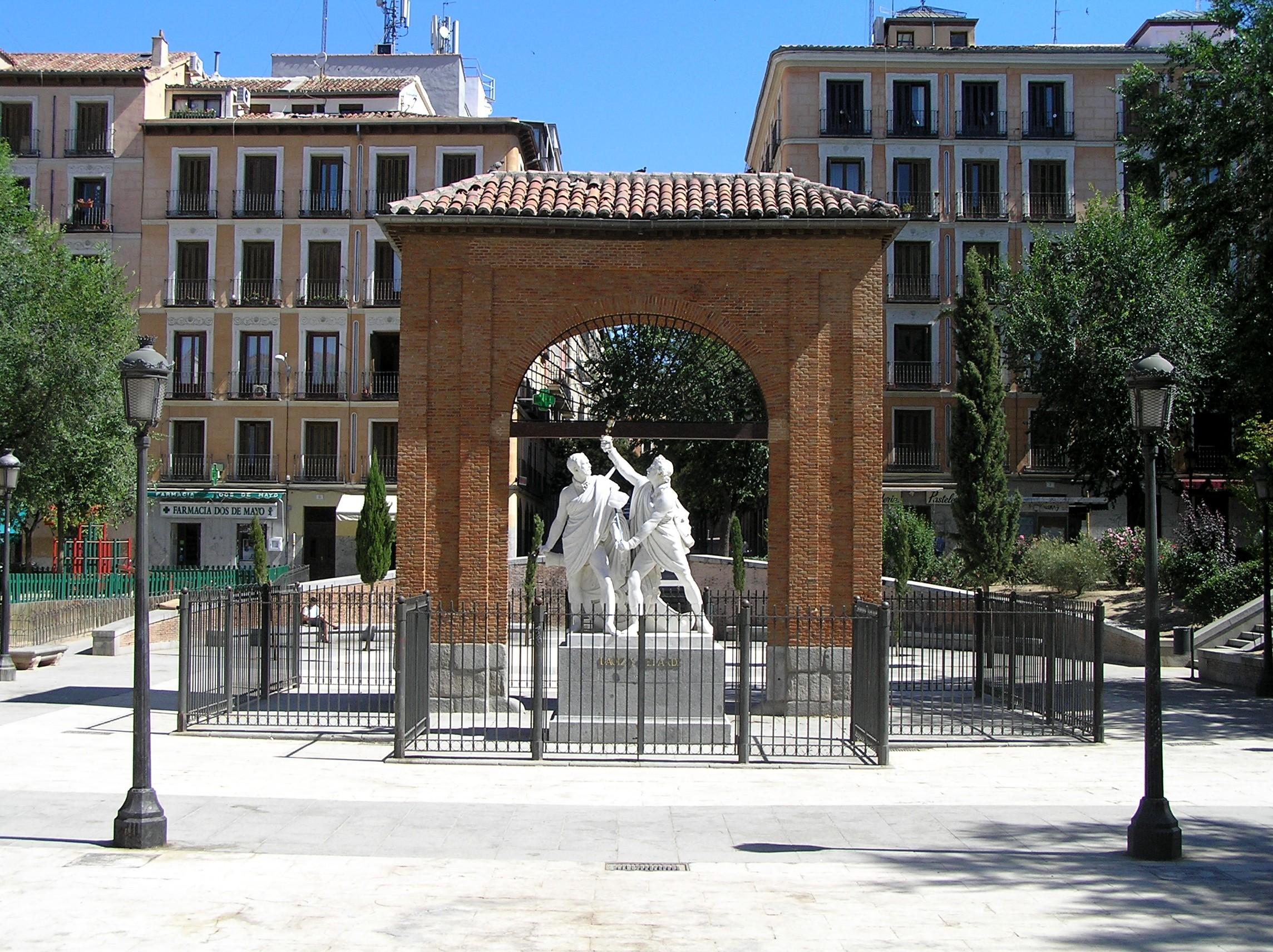 APLAZADA- La Petite Guerre - La Granja Airsoft - APLAZADA Monumento_a_Daoiz_y_Velarde_en_la_Plaza_del_2_de_Mayo_de_Madrid