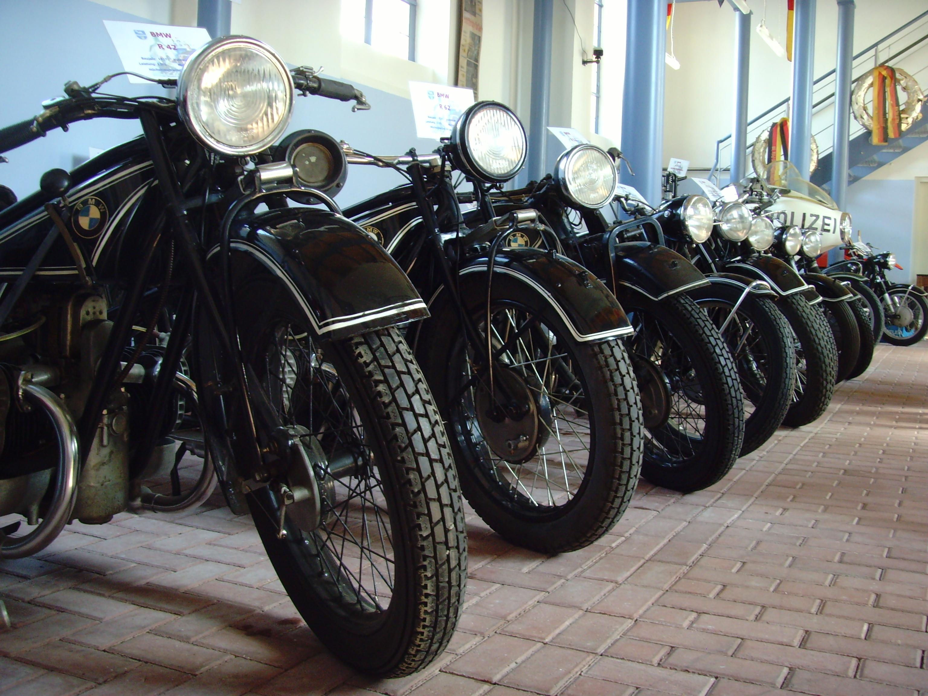 file motorrad museum heinz luthringshauser otterbach. Black Bedroom Furniture Sets. Home Design Ideas