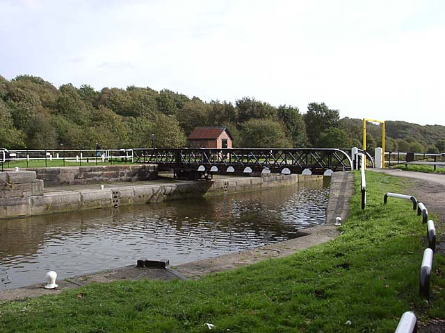 Newbridge swing bridge - geograph.org.uk - 60315