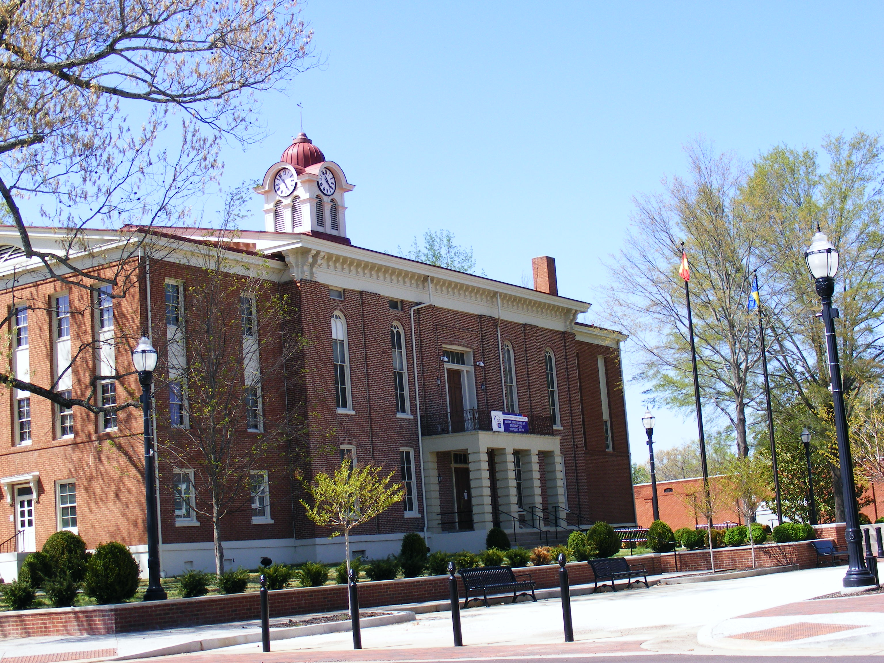 Hardeman County Courthouse in Bolivar