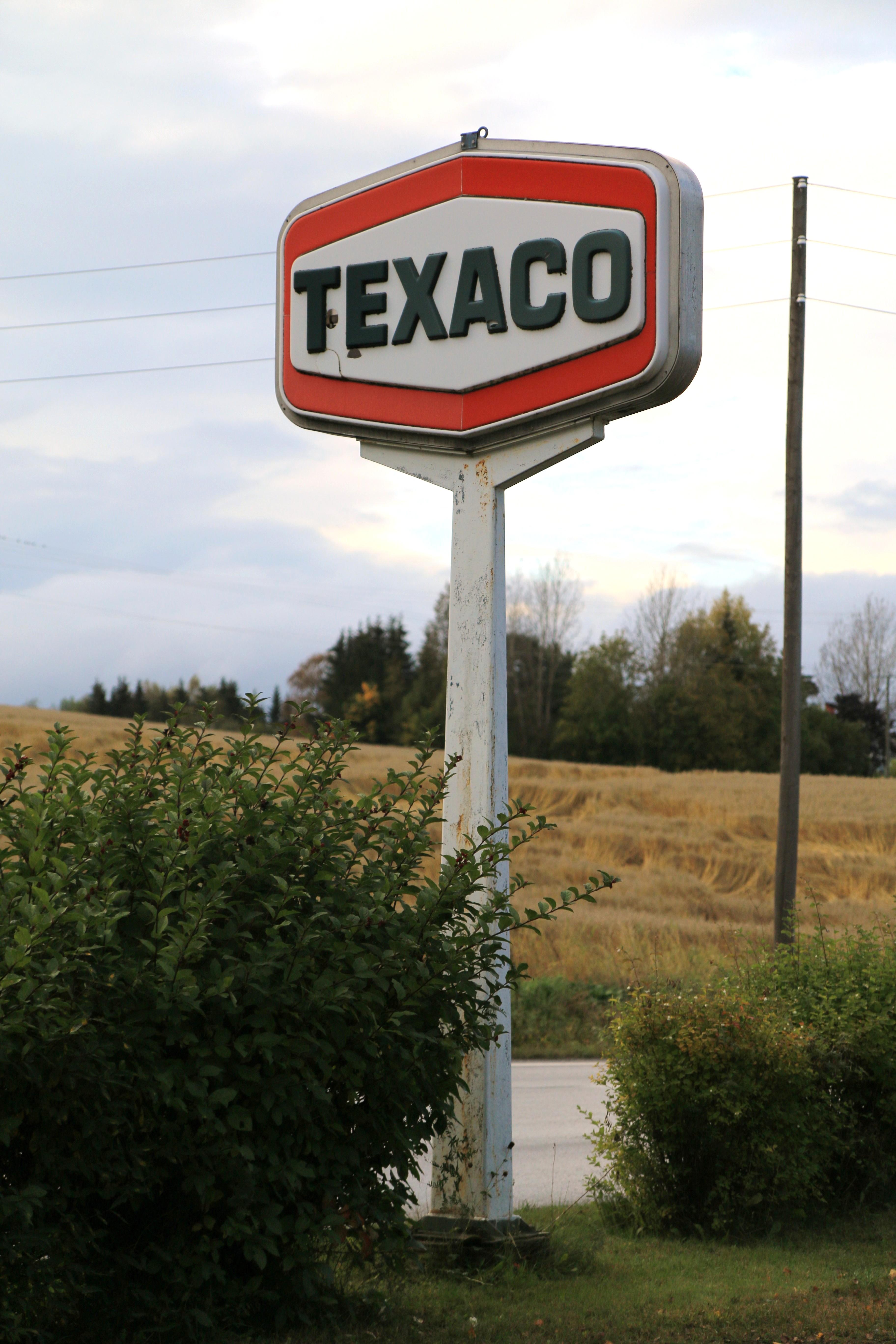 File:Old Texaco gas station sign at Kolbu in Norway 2 JPG