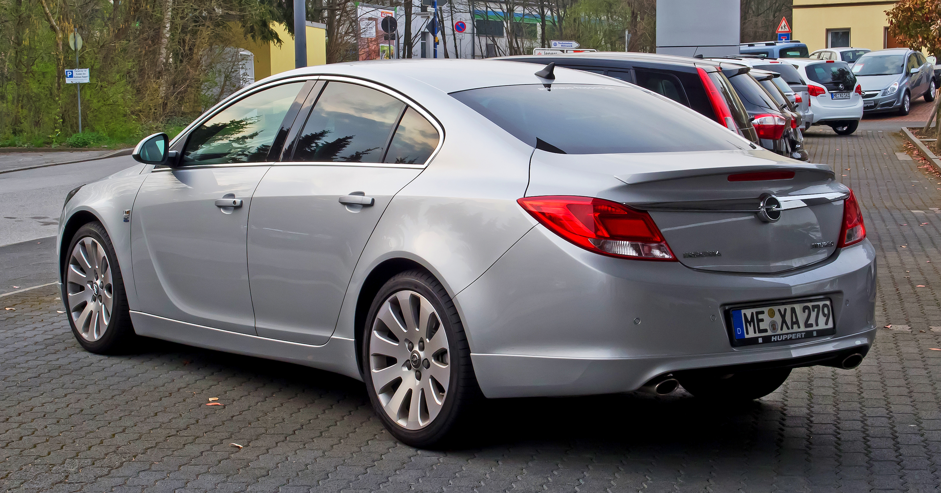 File:Opel Insignia 2.0 BiTurbo CDTI Sport OPC Line-Paket ...