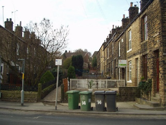 File:Paradise Place, Horsforth, Leeds - geograph.org.uk - 127014.jpg