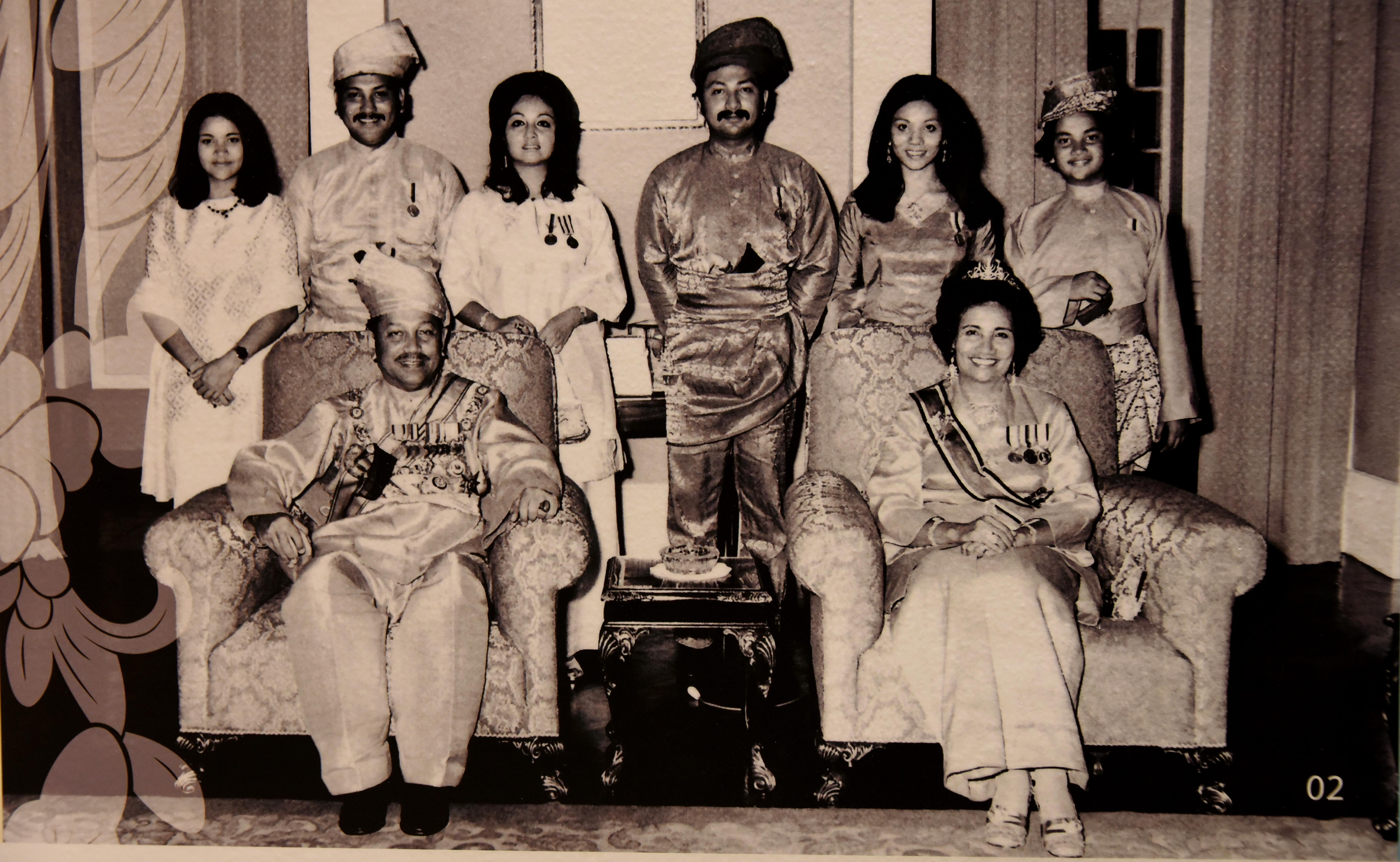 File Photo Of The Royal Family After Hrh Tuanku Ja Afar Was Installed As The 10th Yang Di Pertuan Besar Of Negeri Sembilan In 1968 The Tuanku Ja Afar Royal Gallery Seremban Jpg Wikipedia