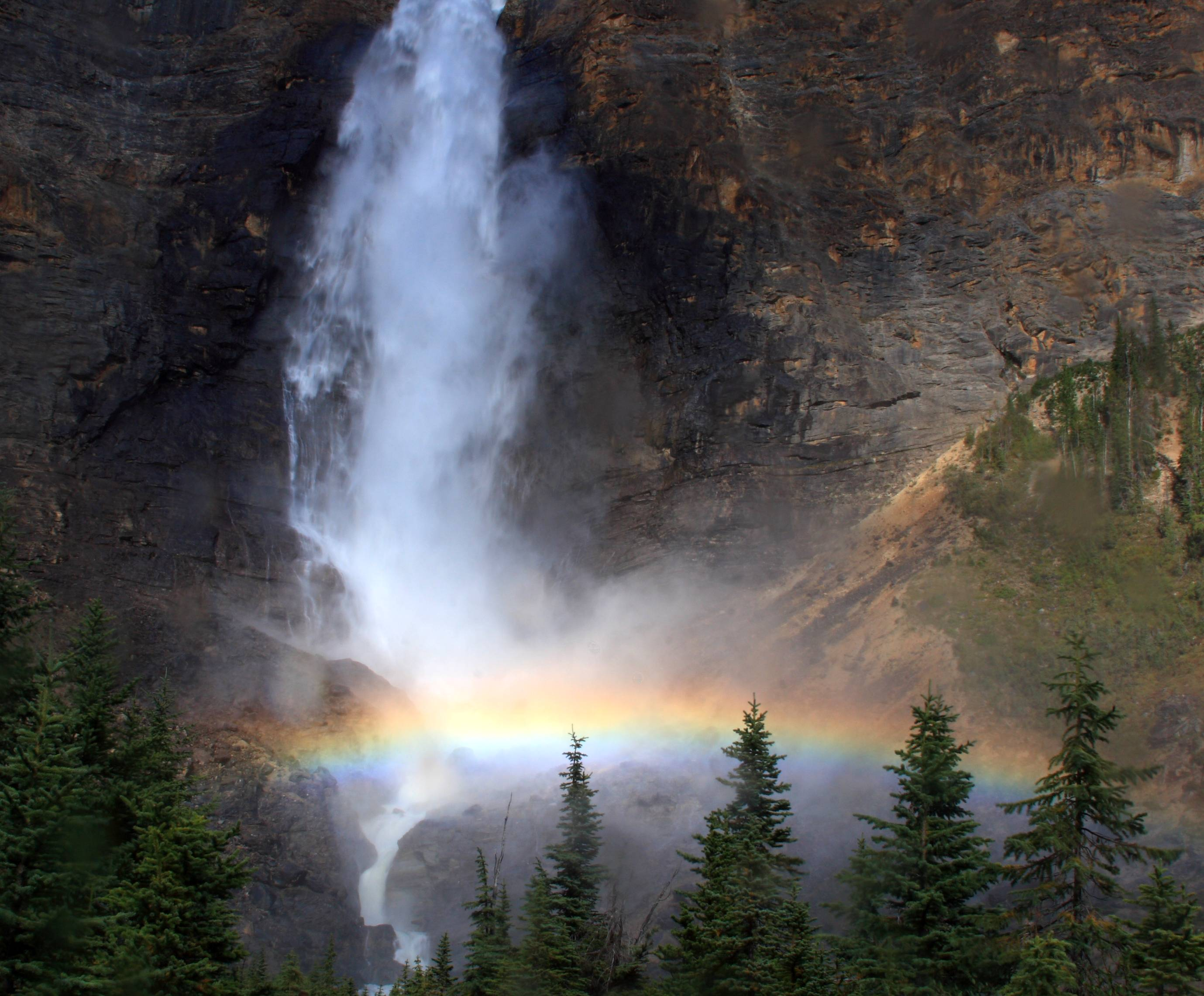 http://upload.wikimedia.org/wikipedia/commons/e/ea/Rainbow_at_the_base_of_Takakkaw_Falls%2C_Yoho_National_Park.jpg