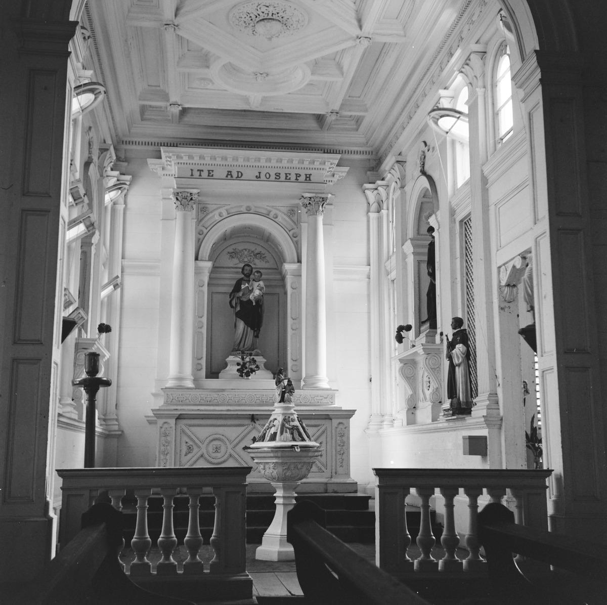 File rooms katholieke kerk interieur 20652759 for Interieur amersfoort