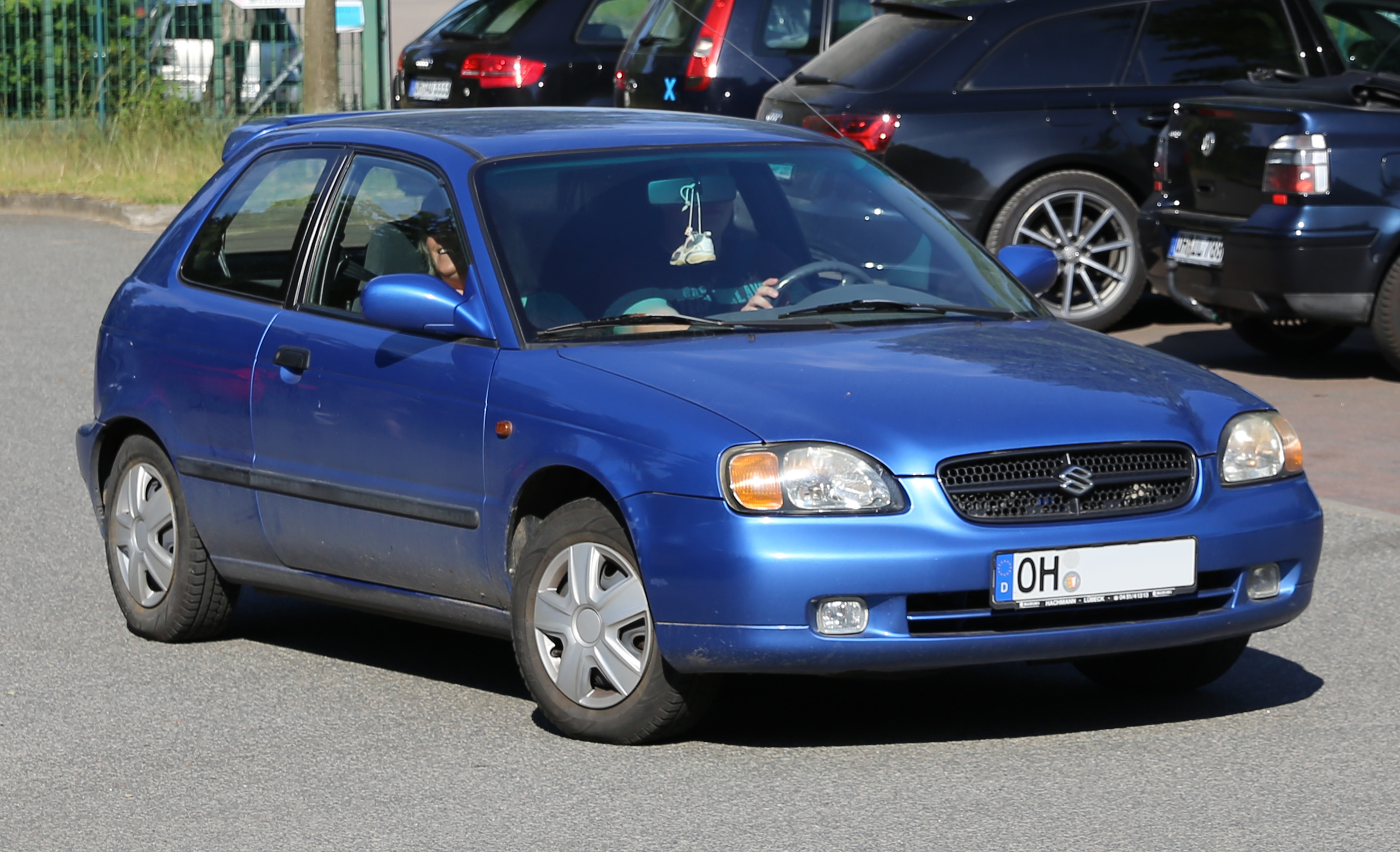File:Suzuki Baleno hatchback (facelift), front right.jpg ...