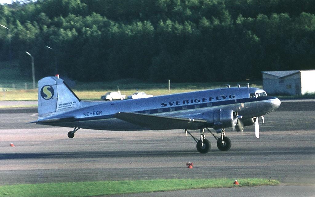 Sverigeflyg Douglas DC-3 Soderstrom.jpg